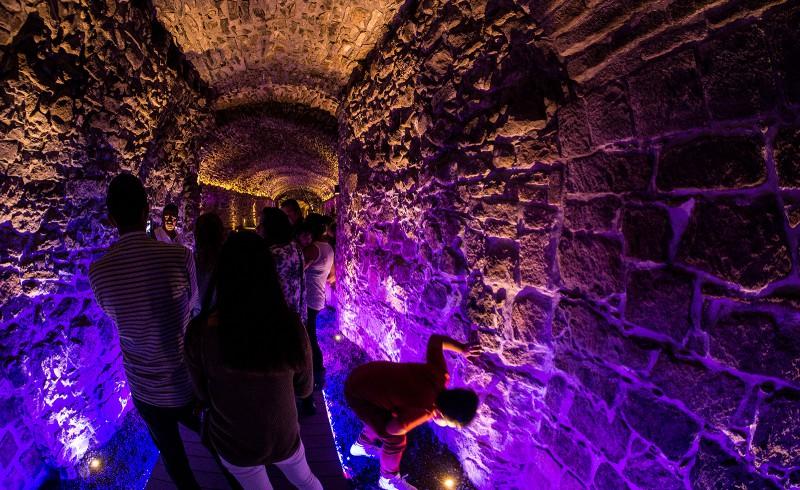 Farbspiele im Tunnel